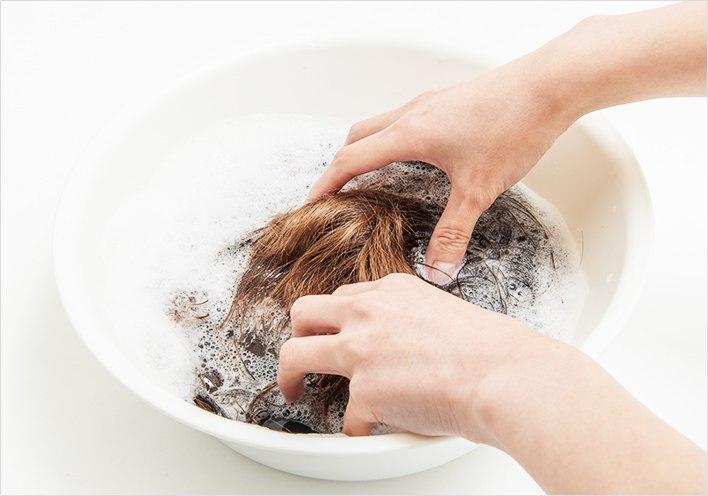 可以使用温水清洗
